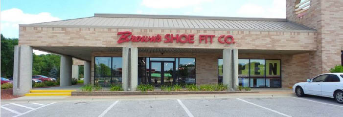 Brown's Shoe Fit Co. in Des Moines, IA banner