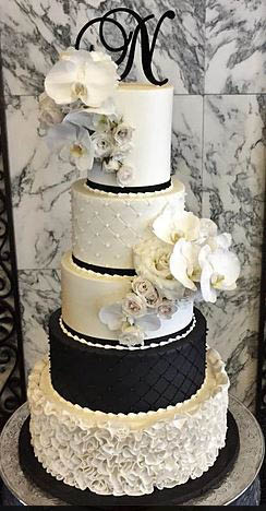wedding cake from cakeaholics in arlington, tx