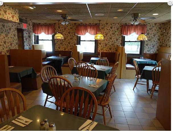 Candela Restaurant offers seating