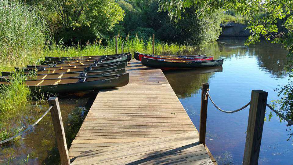 Canoe and standing paddleboard rental near Coram