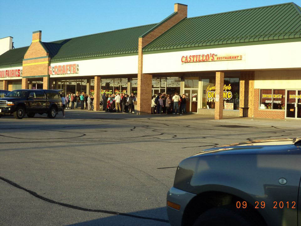 Picture of the outside of Castillo's Family Restaurant Building in Cudahy, WI