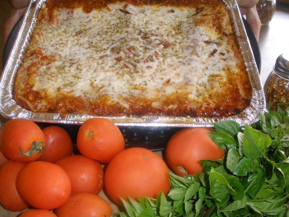 pizza deep dish thin crust gluten free pasta Italian fresh ingredients vegetables sausage pepperoni vegetarian crust homemade old world sauce catering tomatoes cheese dough lasagna