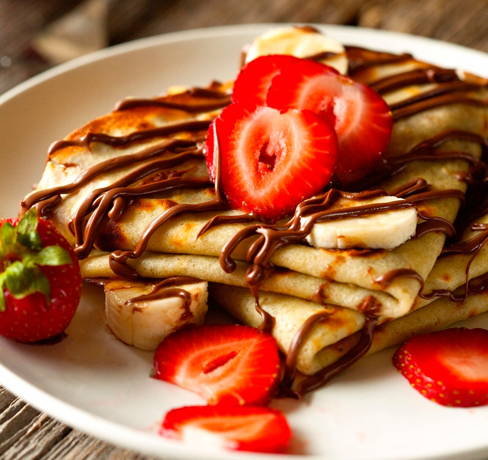 Get crepes at our sports bar near Carol Stream
