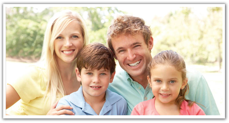 Smiling family with great teeth who go to Dr. Michael Meilink at Dental Smilemakers