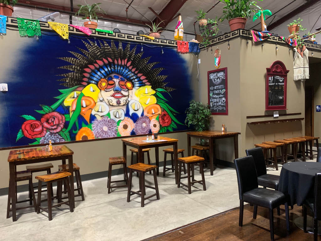 singing, live bands, mexican cuisine, mexican food, dancing, bar, drinks, grill, tequila bar