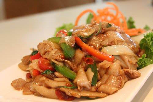 Rice, Noodles, Spring Rolls, traditional Thai food, Dinner Specials, Carry Out, TomYum Soup, Thai Iced Tea, Dumplings,