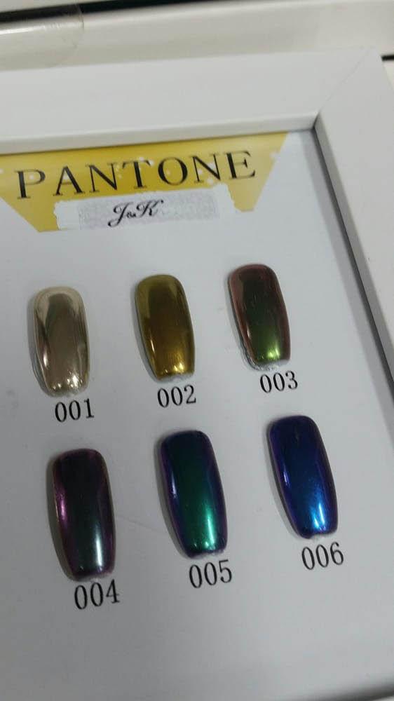 Pantone Color 'metallic-look' nails
