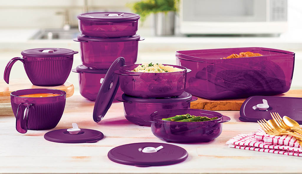 Coordinated Tupperware set in different sizes