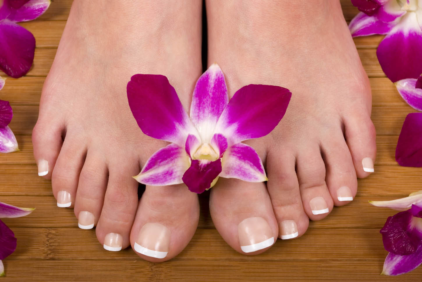 Perfectly pretty polished toes from Fedora Kate Nails