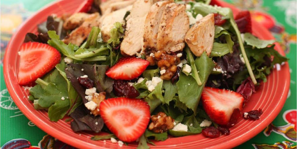 Crispy green salads with fruits and veggies