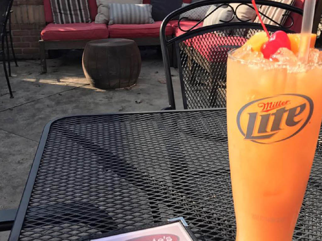 Frank's Famous Stromboli's, Pizza & More patio