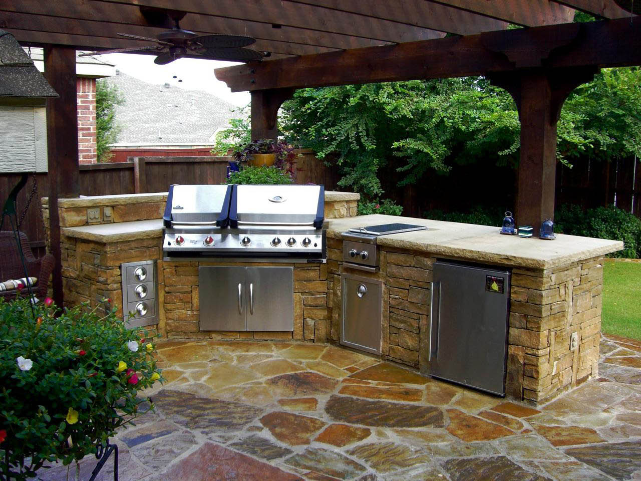 Galvans Lawn & Landscape Outdoor Kitchen Picture