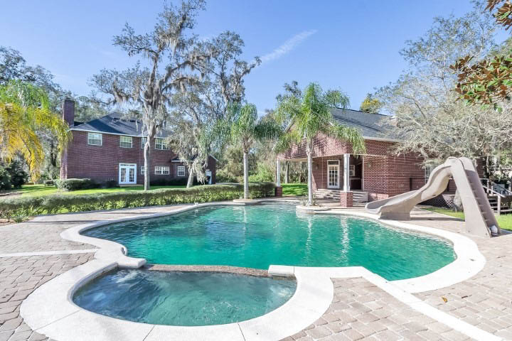 housing communities with pools in fl
