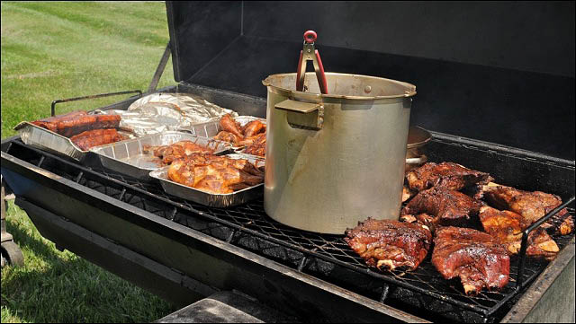 barbecue,ribs,chicken,burgers,pork,discounts,deals,hershey's farm market barbecue