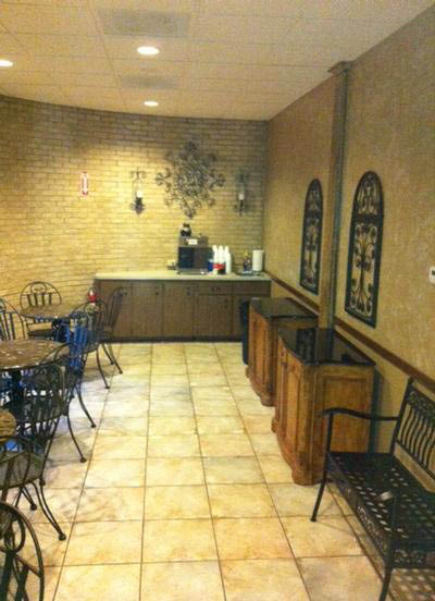 Accommodate all your guest in our roomy coffee lounge.