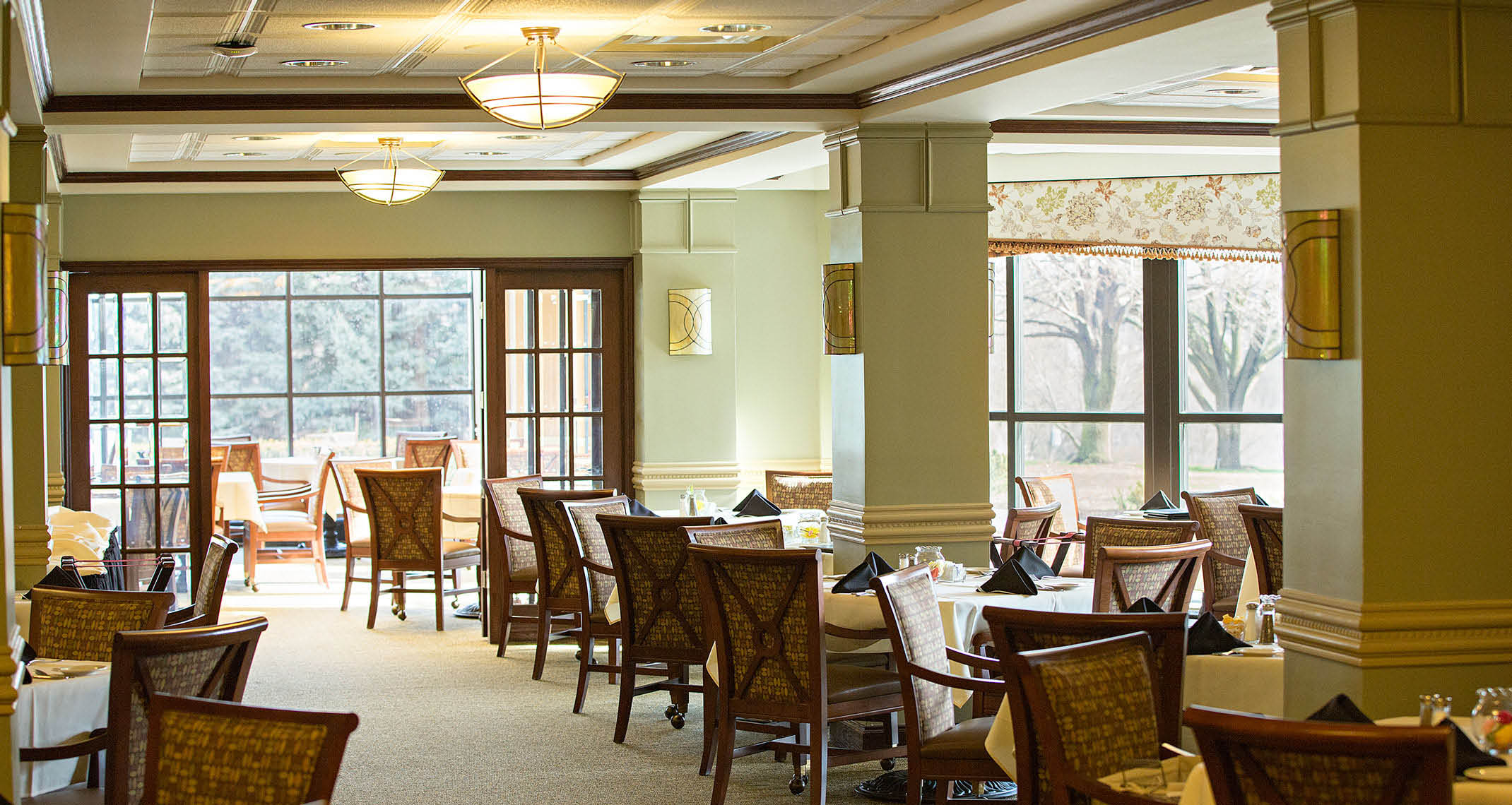 Dining hall, retirement communities