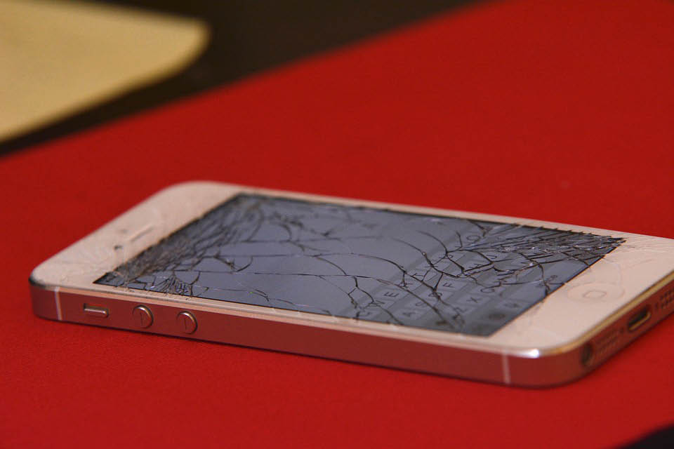 cracked screen broken iphone