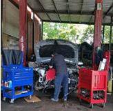 Dallas mechanic working on car repairs