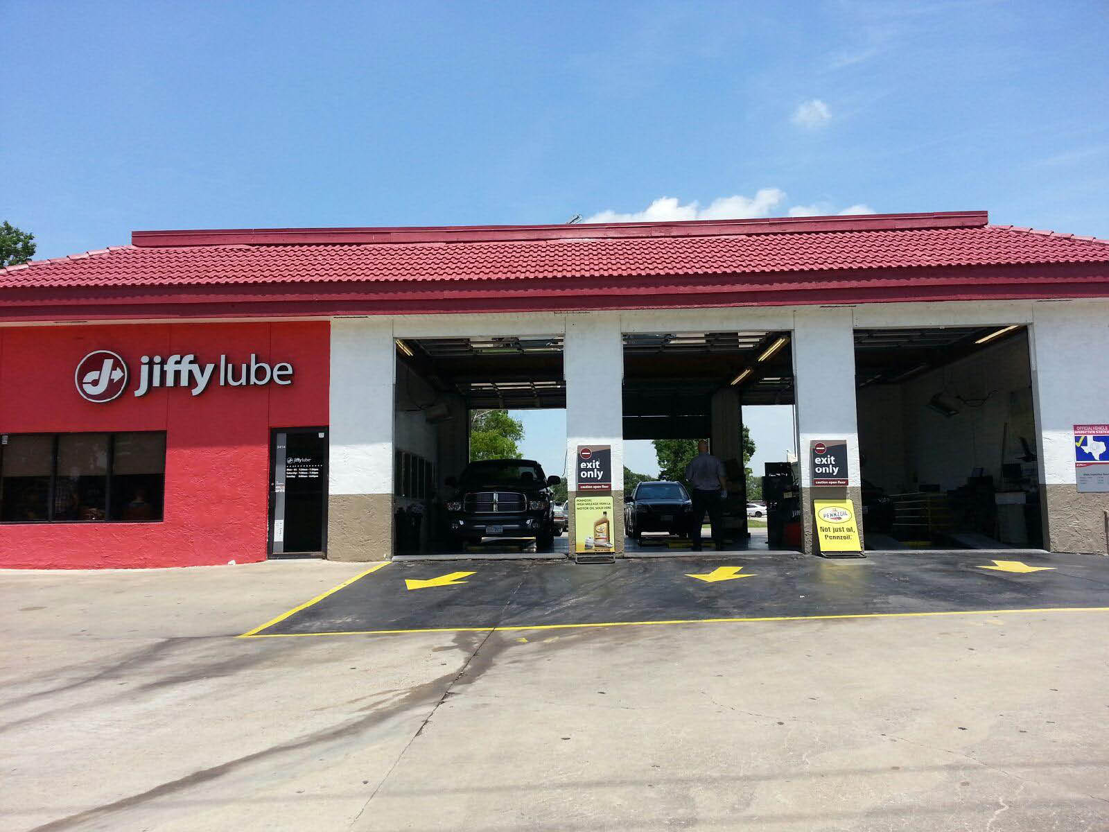 Visit Jiffy Lube Baytown,TX auto shop and redeem car oil change coupons brakes auto repair fix my car cheap brakes brake coupon near me