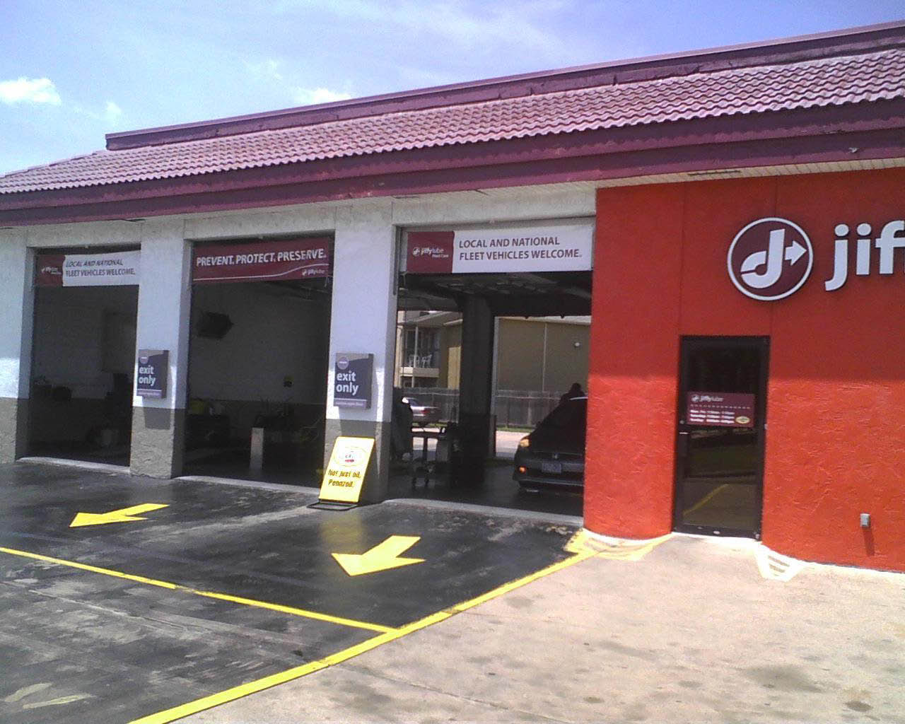 Visit our Pasadena TX auto shop and redeem car oil change coupons at Jiffy Lube