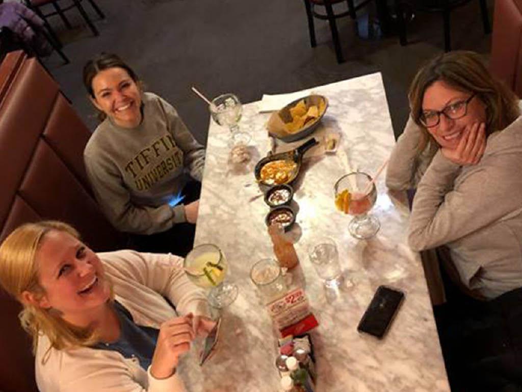 La Herradura Mexican Restaurant & Bar patrons
