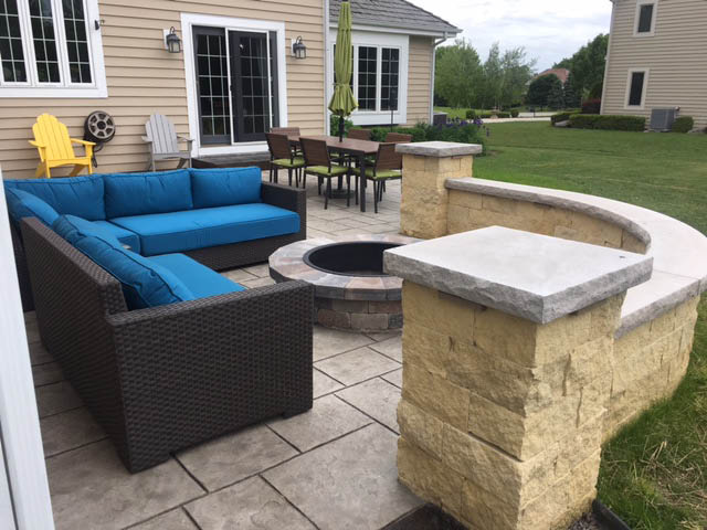 Milwaukee Concrete/Stone retaining wall contractors and installers