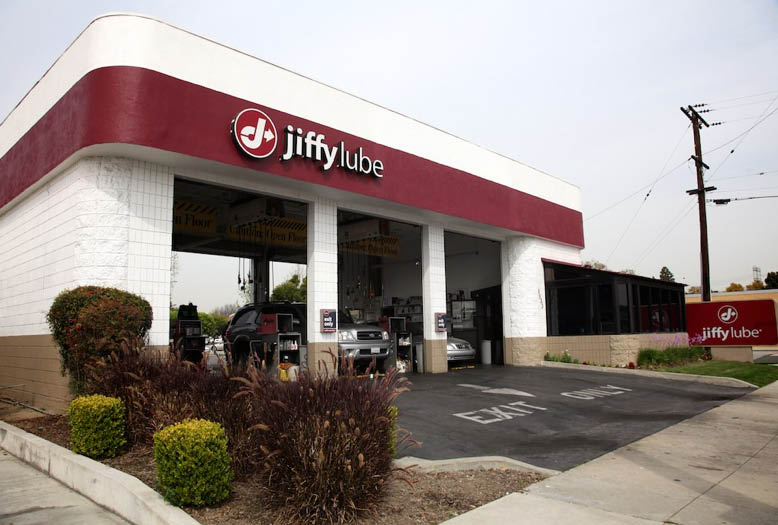 Jiffy Lube is located at 5533 South Street in Lakewood, CA