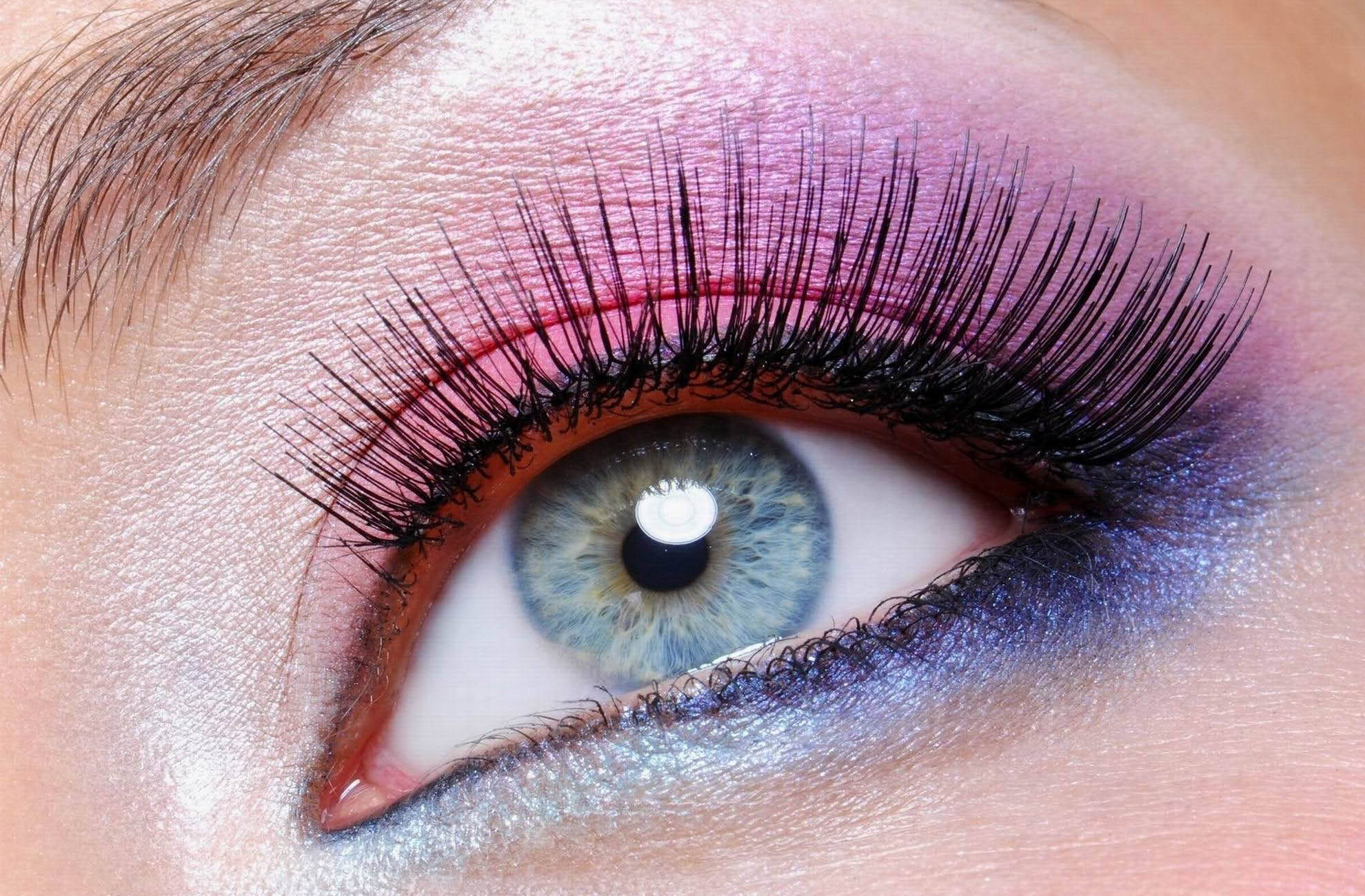 The perfect custom eyelashes will show off your make-up