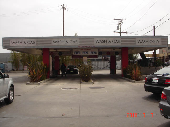 Car detailing area and car vacuuming at Lincoln Car Wash near Manhattan Beach.