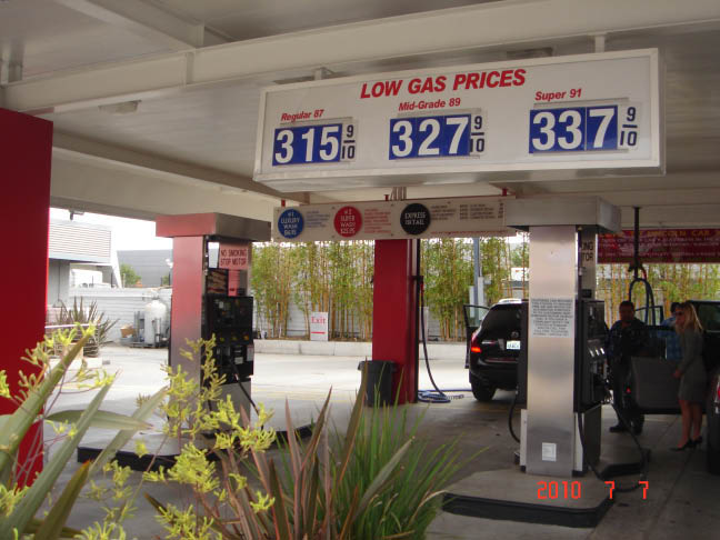 Carwash with cheap gas prices in Santa Monica.