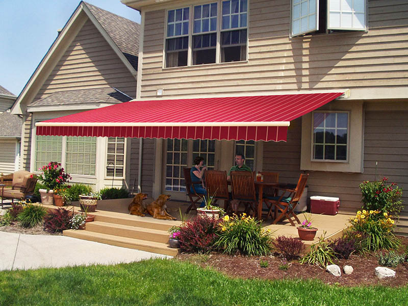 Retractable awning near Council Bluffs