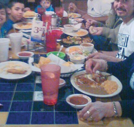 family eating at Mexico Real in Fort Worth, TX