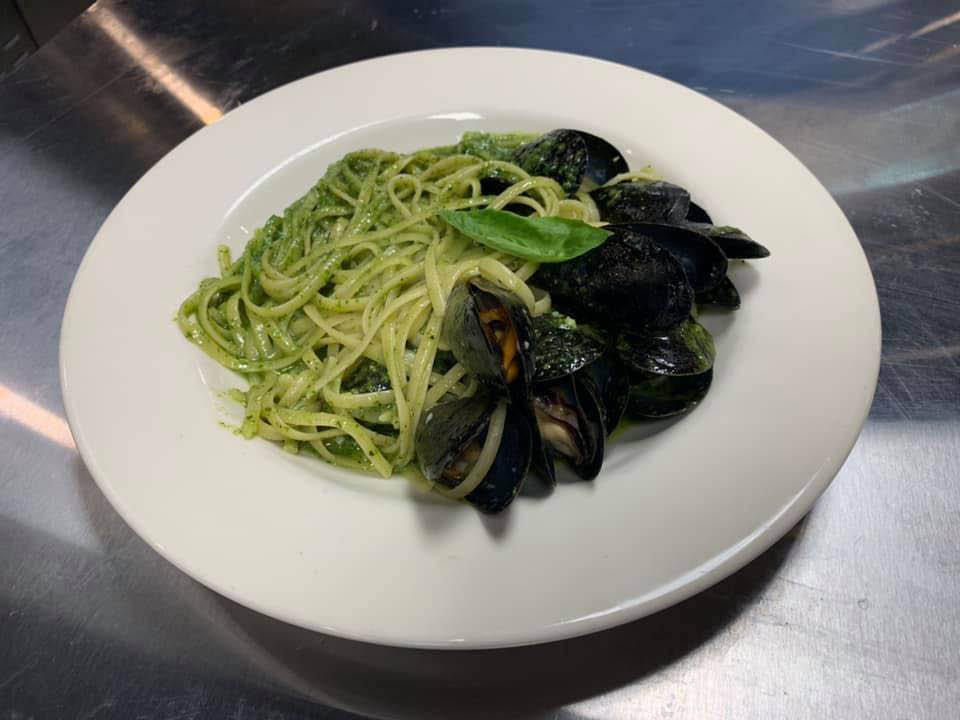 pesto pasta with mussels