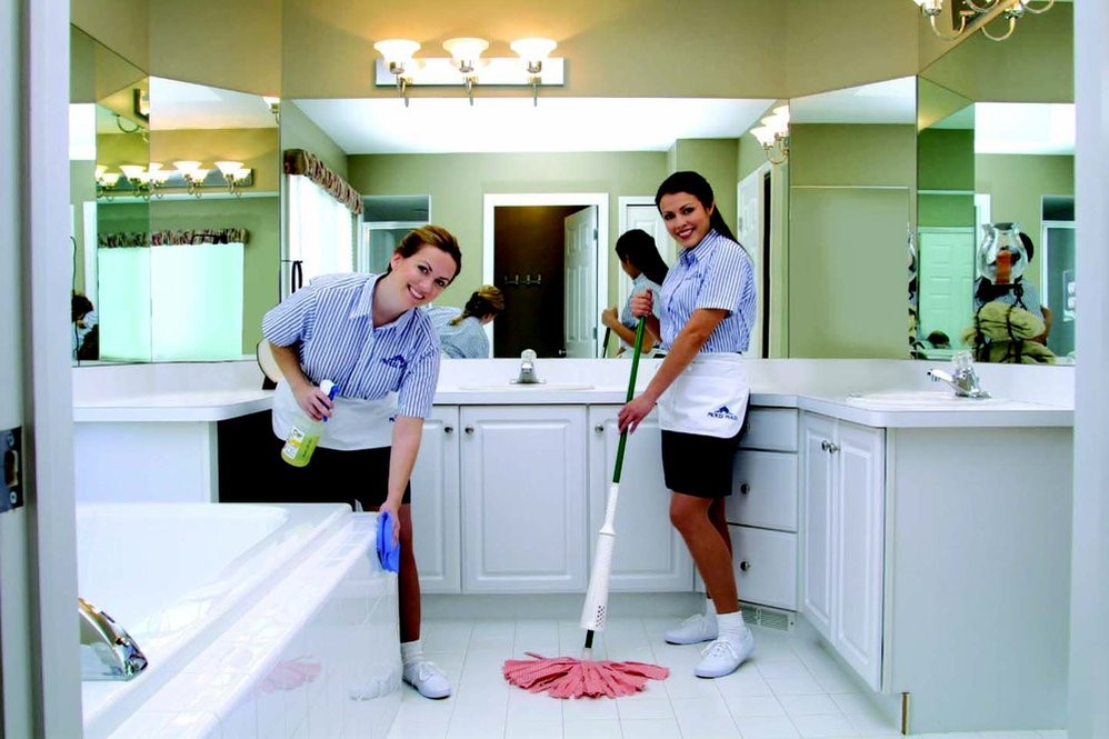 molly-maid-cleaning-bathroom-dfw-northwest-tx