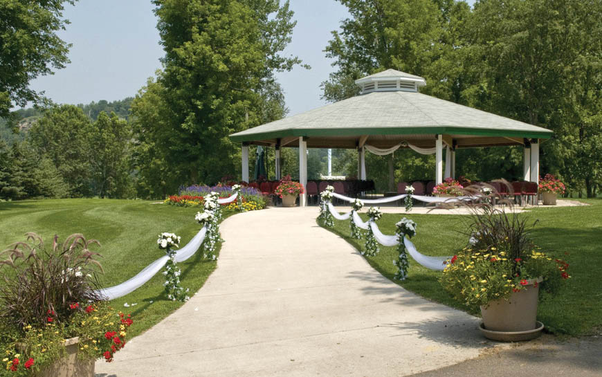 Our golf course hosts outdoor wedding events, meetings & other large party events