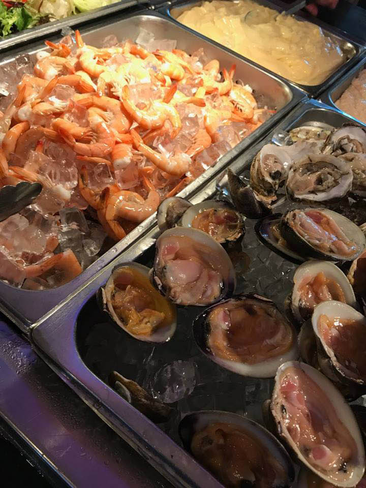 Fresh oysters and shrimp buffet items near Little Britian