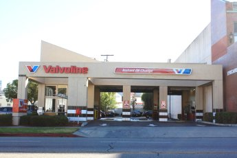 Valvoline Instant Oil Change near me North Hollywood CA oil changes car care