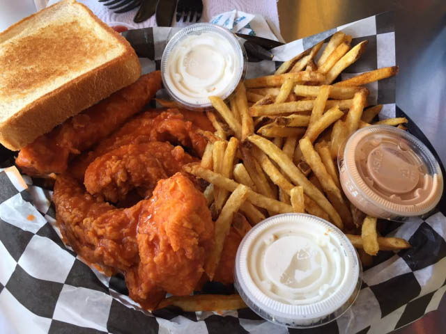 Buffalo chicken wings with Texas toast and fries