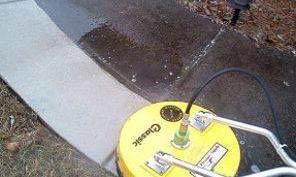 Pressure washing service for sidewalk