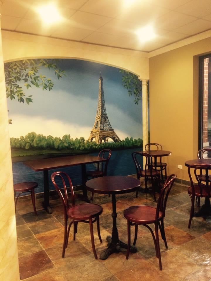 Beautiful dining area at Paris 21.