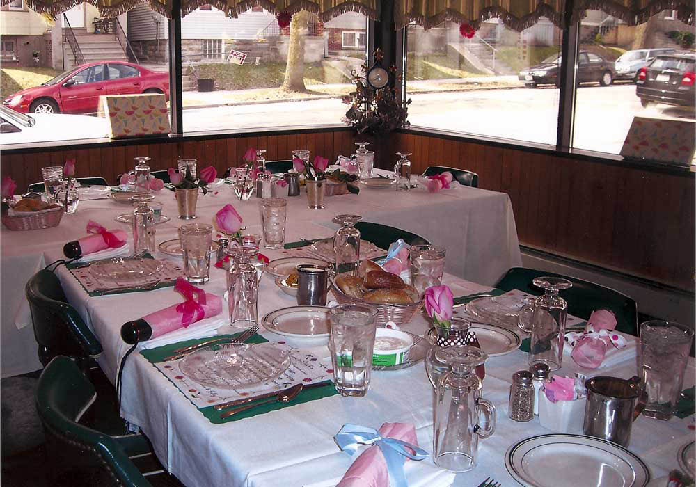 Pitch's Restaurant and bar in Downtown Milwaukee In Wisconsin offers a party room and catering