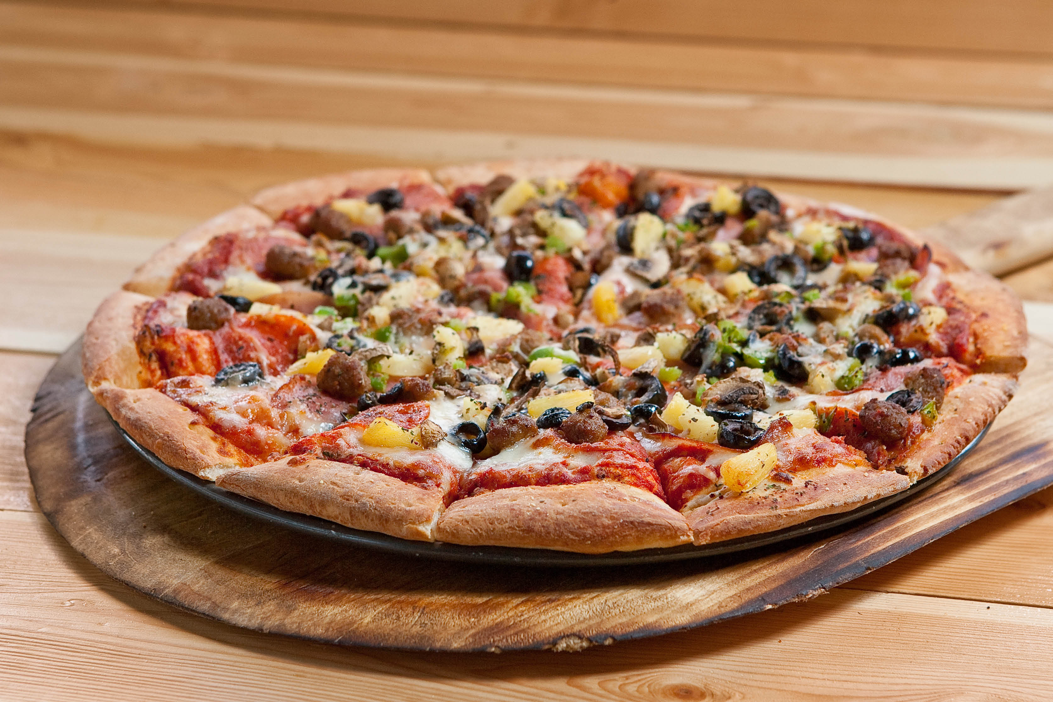 We offer combo pizza and many other delicious variations