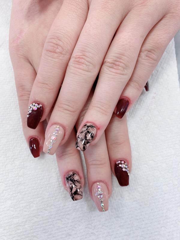 Burgundy-nail-design