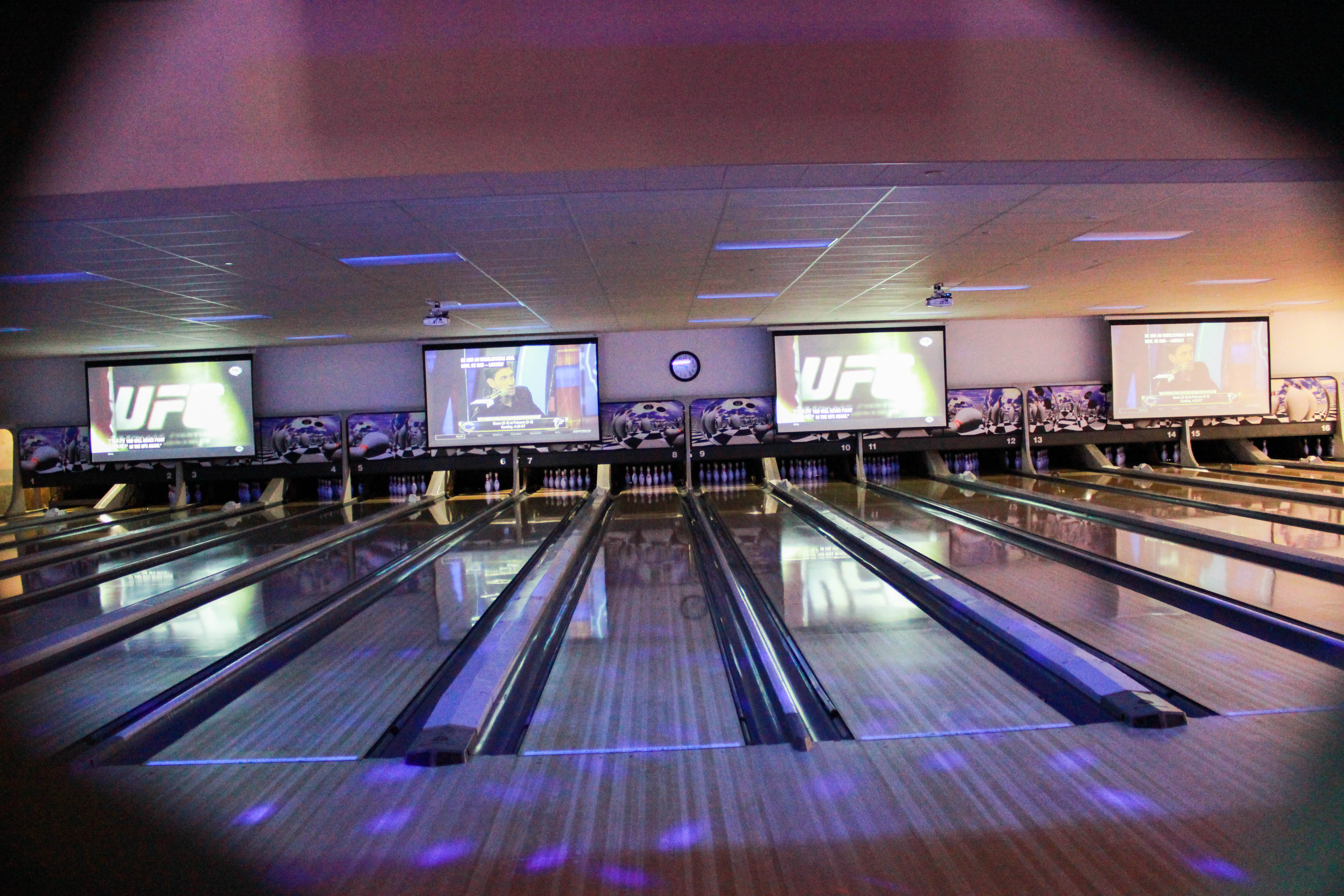 32 bowling lanes in Rancho Bowl in Santa Maria CA