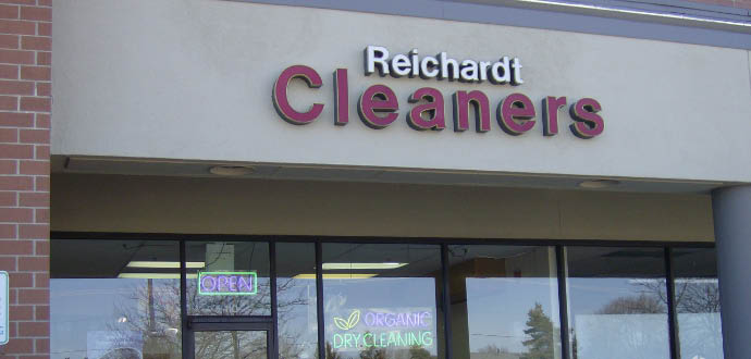 Reichardt Cleaners storefront in Willowbrook, IL