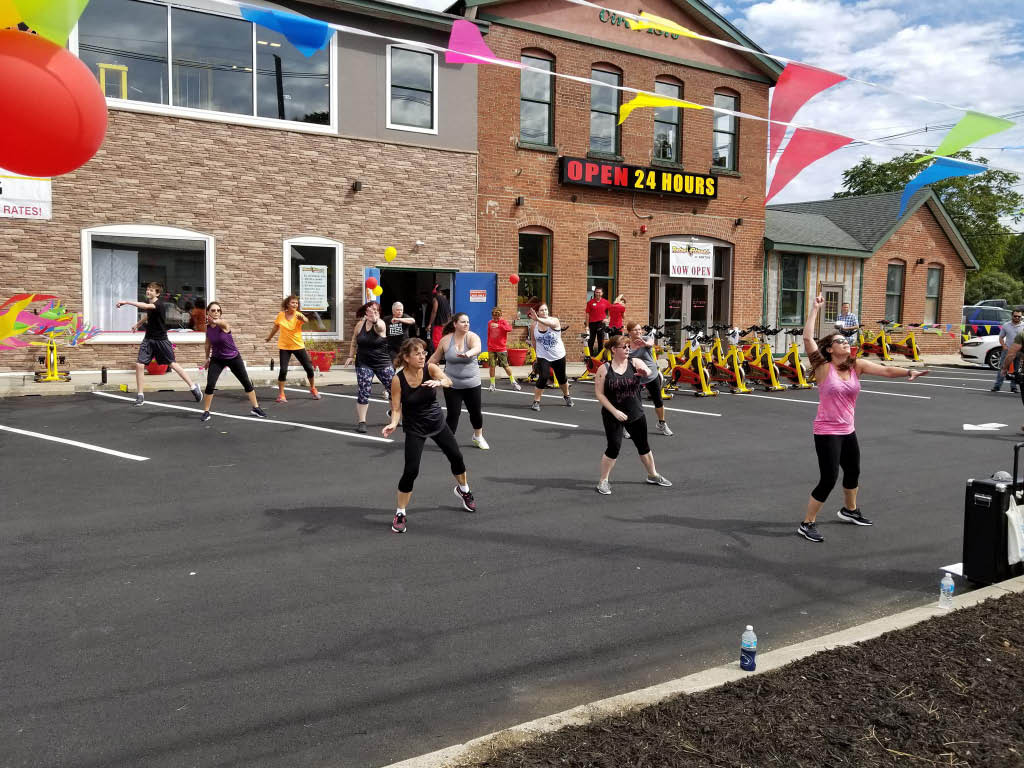 group fitness class at Retro Fitness in Newton, NJ