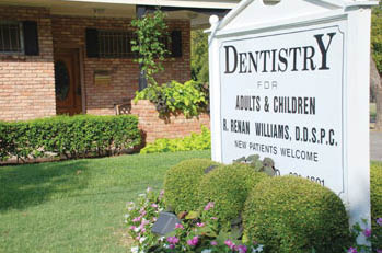 front sign of office at R. Renan Williams DDS in Fort Worth, TX
