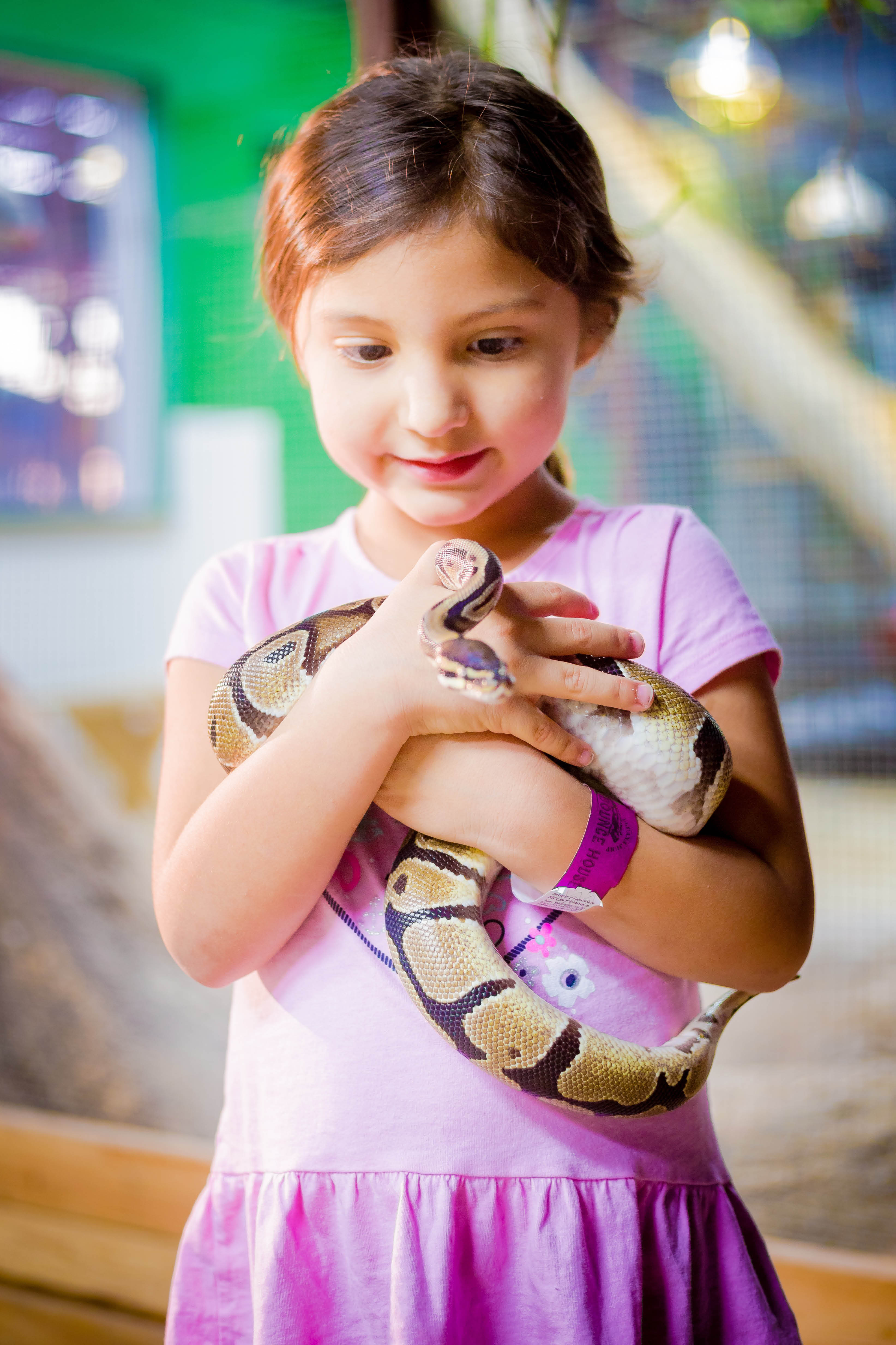 San-Antonio-Aquarium-Girl-With-Snake
