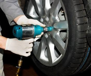 Have your oil changed and tires rotated with your car wash and auto detailing in San Clemente, CA