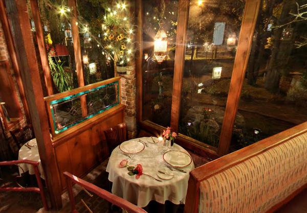 Romantic-Tables-At-Scarborough-Fair
